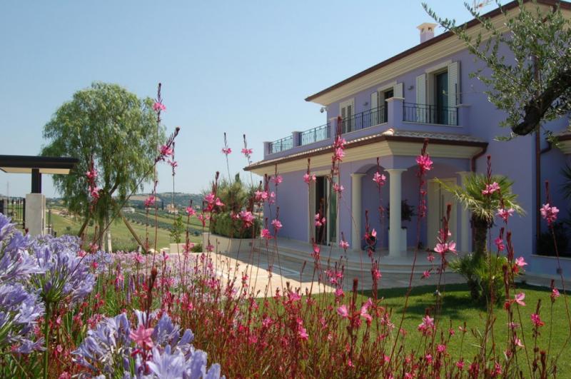 Progettazione giardini come creare un perfetto spazio verde for Piani di casa con spazio di vita all aperto