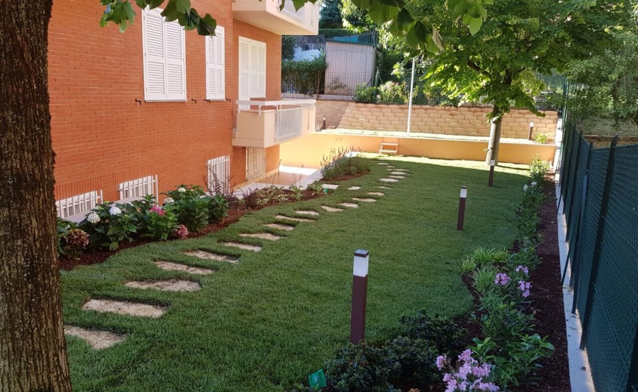 Progetto giardino rettangolare ri64 pineglen for Progettare un terrazzo giardino